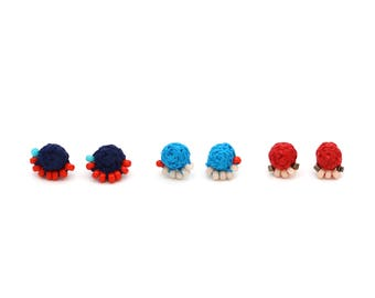 Geflochtene Ohrstecker mit Perlen - Marine-blau, rot, Türkis - Hand genäht Ohrringe - bunten Perlen Ohrstecker von Ashdel