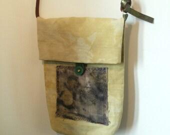 shoulder bag of yellow hemp natural dyeing