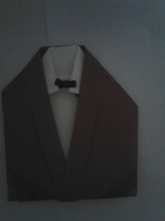 Pliage serviette en forme de costume chemise et veste - Pliage serviette costume ...