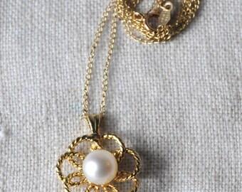 Vintage 14KT Gold Pearl Flower Necklace, Cultured Pearl, Pearl Pendant, K155