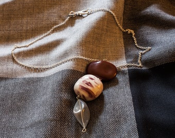 Glass, ceramic and metal Collier