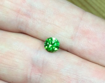 Demantoid 0,71 ct., D-5,44mm.