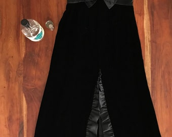 You give me fever!! Stunning vintage 1970s black velvet dress with ruffled slit