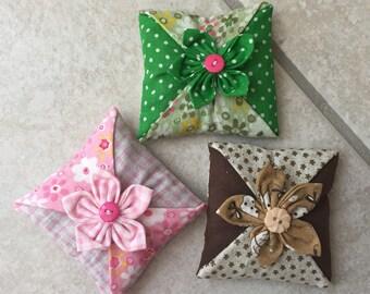 sachet de lavande,lot de 3 coussins décoratif,décoration d'intérieur ,parfum,fleur en tissu ,cadeau de noel