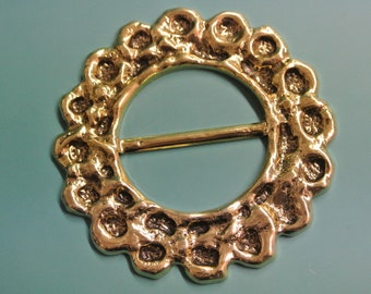 Unused large vintage 1960s round goldcolor metal ornament belt buckle for your sewing prodjects