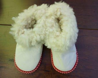 Handmade kids sheepskin slippers. Baby slippers, booties. 100% natural genuine sheepskin shoes.