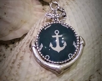 Anchor pendant with chain