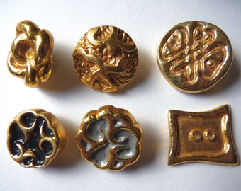 Different beautiful buttons vintage gold tone stitching, 2.3 cm diameter at 3 cm