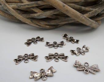 20 knots in silver metal connectors