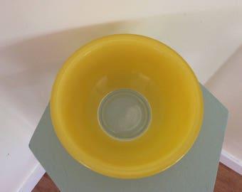 1 QT Yellow Pyrex bowl