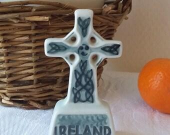 Small Celtic cross of Ireland in ceramics  / Cross to pose 8 cm