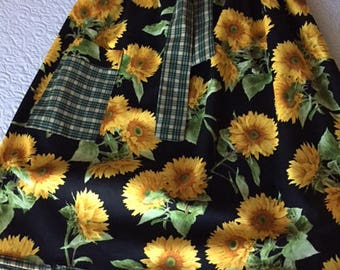 Sunflower print half apron with pocket