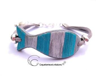 Bracelet poisson bois usé blanc et bleu. polymère fimo fait main en France mer plage océan