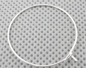 10 very pretty hoops in silver-plated brass (5 pairs)