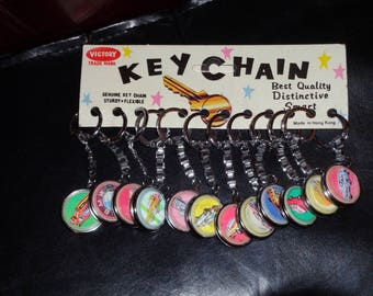 vintage , Victory  keychain 12 pieces, medal style, cars
