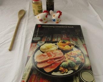Microwave Cookbook Microwaving Convenience Foods by Barbara Methven 1981