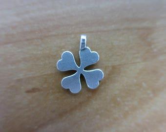 Four leaf clover charm
