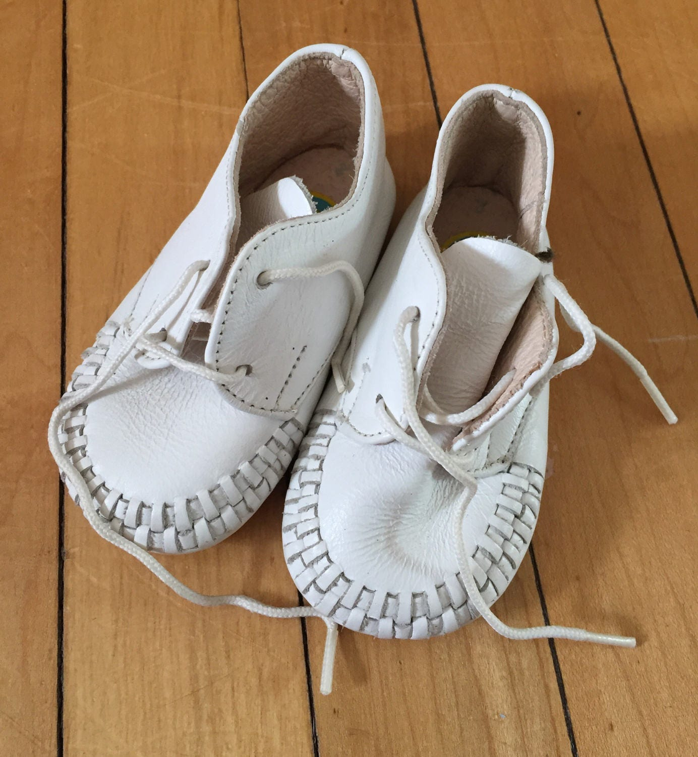Vintage 1980s Baby Infant White Leather Walking Shoes Size