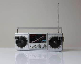 Americana Portable Radio