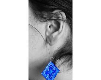 blue resin earrings, geometric design, geometric jewelry, red resin earrings, silver earrings, minimaliste design