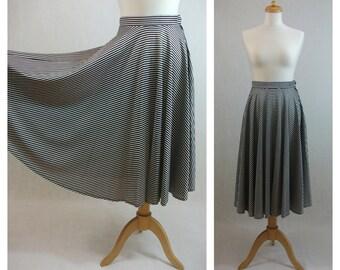 70s vintage skirt. Circle skirt. Striped skirt. Black and white midi skirt. Skirt size XS - S.