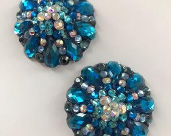 Blue pasties, round edge stones