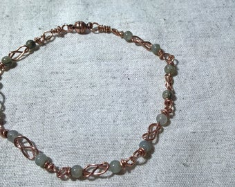 Celtic knot bracelet of copper and Labradorite
