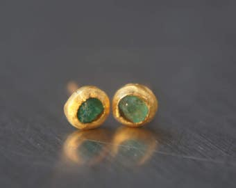 24k solid  gold- green emerald Studs -24k gold Earrings-green emerald-gold stud earrings-24k gold earrings-raw emerald solid gold earrings