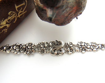 ANTIQUE SILVER * (2 Pieces) Floral Renaissance Bar Flower Stamping ~ Jewelry Findings (FA-6066)