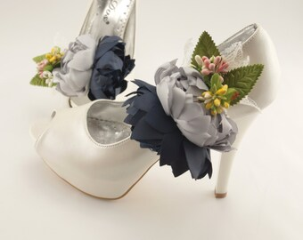 Bridal shoe clips/Floral bridal shoe clips/Wedding jewelry/Flower clip on/Wedding accesories/Shoe clips on/Beach wedding/Shoe jewelry