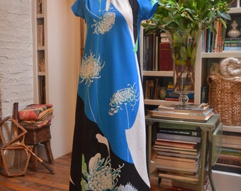Stunning vintage 1970s Malihini Hawaii Liberty House blue floral Aline caftan maxi dress XS extra small avant garde op art