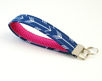 Key Fob - White Arrows on Navy with Bright Pink Dot - Cute Key Wristlet - 5 Inch Key Chain - Loop Key Ring - Keychain - Short Lanyard Strap