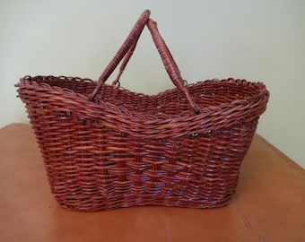 Vintage Wicker Basket - Gathering Basket - Sewing Basket - Easter Basket - Doggie Basket
