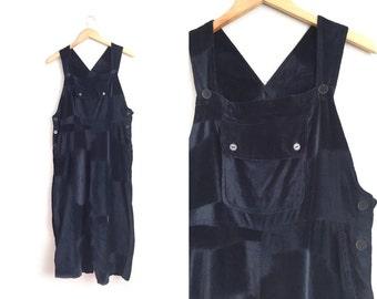 SALE // Size M/L // BLACK VELVET Overalls // Baggy Fit - Cropped Legs - Basics - Minimalist - Vintage '90s.