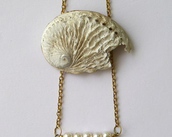 Minimal & feminine purl necklace, one-piece, handmade, high quality gold plating over brass base