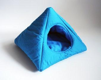 cosy cuddle pyramid for guinea pigs (turquoise/aqua)