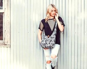 Schädel-Tasche - über die Schulter Tasche - Kreuz Körper - Slouchy Hobo Tasche - vegane Tasche - Schultertasche für Frauen - Cross Body Handtasche für Frauen - Boho Tasche