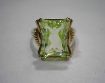 Vintage 10k Yellow Gold Uranium Spinel Solitaire ring Size 8.75