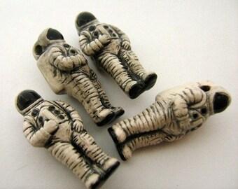 10 Large Astronaut Beads - LG266
