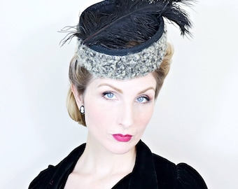 Vintage 1940s Hat / Tilt Hat / Gray and black / Curly lambs wool / Black plumes / O ring