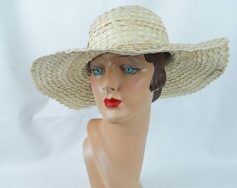 1990s Straw Hat White Structured Wavy Brim Italian Sunhat Sz 22
