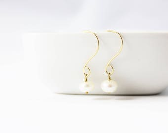 White Freshwater Pearl and 14K Gold Filled Earrings / Holiday Jewelry / Gold Earrings / Simple Modern / Gifts under 25