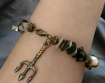 Mother of Pearl Trident Bracelet