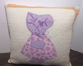 Vintage Quilt Pillow, Sunbonnet Sue, Vintage Sunbonnet Sue