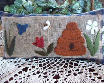 Busy Bee in the Garden Shelf Pillow Tuck