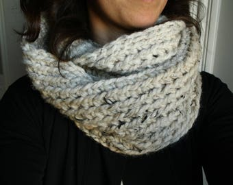 The LEONA Infinity Cowl in Wheat / Oatmeal Heather Ombre