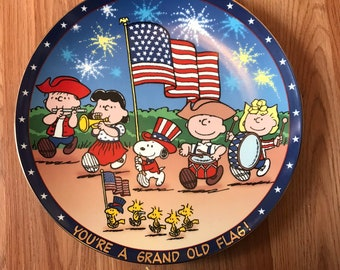 RARE Limited edition Danbury mint peanuts, peanuts decorative plate, snoopy, Woodstock, Charlie Brown, you are a grand old flag. See descrip