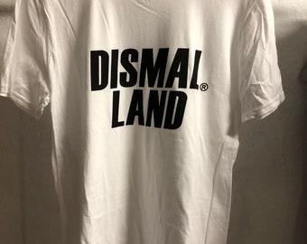 Adult  (Medium) - White : Banksy - Dismaland T-Shirt (1090)