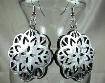 Pearlized resin lacy dangle earrings