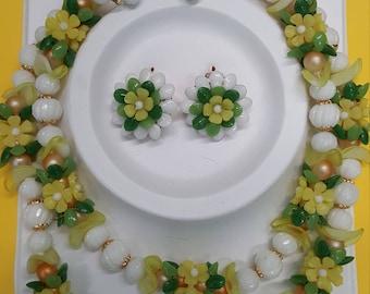 Vintage Hong Kong Daisy Jewelry Set